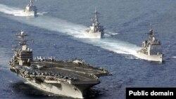 Оңтүстік Қытай теңізіндегі әскери жаттығуға қатысып жүрген кемелер. 16 сәуір 2006 жыл. (Көрнекі сурет)