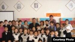 Ученики средней школы имени Н. Наушабайулы. Костанайская область, поселок Затобол. Фото из частного архива.