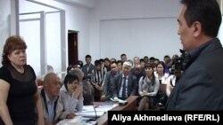 Активисты Общественной палаты Талдыкоргана в суде. Июнь 2012 года. Иллюстративное фото.