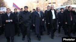 Armenia - Former President Levon Ter-Petrosian (C) and senior members of his Armenian National Congress lead a demonstration in Yerevan, 1Mar2014.