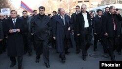Հայ ազգային կոնգրեսի ղեկավարությունը Երևանում երթի ժամանակ, արխիվ