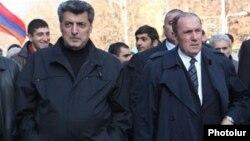 Лидеры блока «Конгресс-НПА» Левон Тер-Петросян (справа) и Степан Демирчян (архивная фотография)