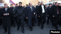Armenia - Opposition leaders Levon Ter-Petrosian (C) and and Stepan Demirchian (second from left) lead a demonstration in Yerevan, 1Mar2014.