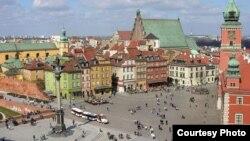 Серцем Варшави вважається Замкова площа (Plac Zamkowy)