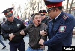 Поліція затримує чоловіка в Алмати. 22 березня, 2019 року
