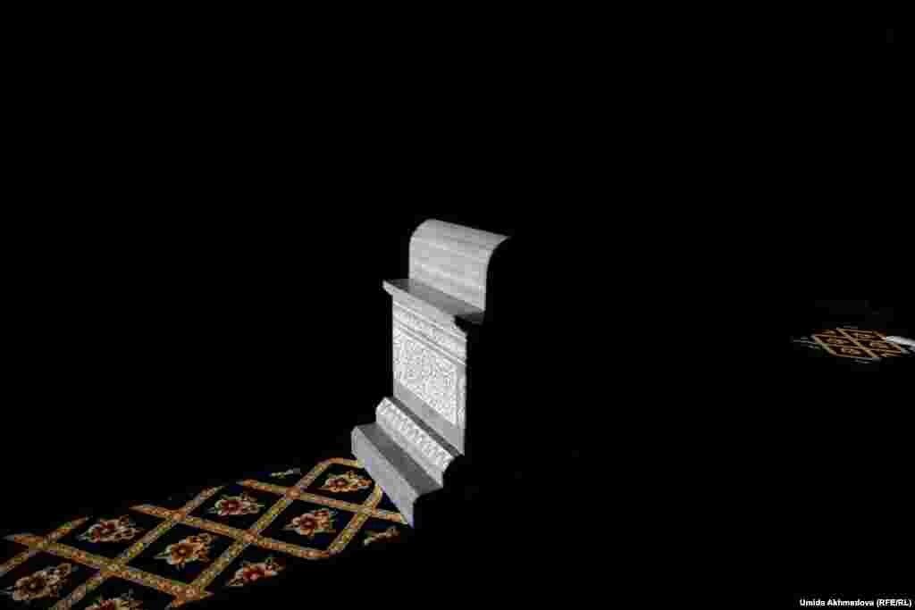 По одной из легенд, Айтеке би был захоронен не в Нурате, а в селе Кауыншы недалеко от Ташкента.