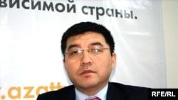 Журналист турецкой международной новостной службы «Ихлас» Калман Косчигит в Алматинском бюро радио Азаттык. Алматы, 12 мая 2010 года.