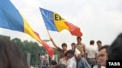 27 august 1991. Miting în centrul Chişinăului în sprijinul deciziei parlamentului care a votat Declaraţia de Independenţă