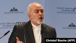 محمد جواد ظریف میگوید، برجام حاصل هزاران ساعت چانه زنی است. (عکس ۱۷ فوریه)