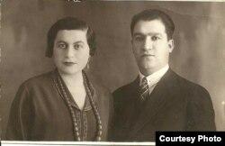 Leyla Vəkillinin atası Həsənalı Sultan bəy və anası Səfiyə xanım.