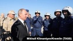 Владимир Путин на военной базе Хмеймим в Сирии. 11 декабря 2017 года