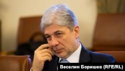 Министърът на околната среда и водите Нено Димов подкрепи концепцията на Красимир Каракачанов за ромите