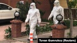 Թուրքիա - Բժիշկները ստուգայց են կատարում՝ հայտնաբերելու կորոնավիրուսով վարակվածների, Անկարա, ապրիլ, 2020թ.