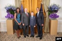 Александр Лукашенко и его любимый сын в компании первой американской четы в кулуарах Генеральной Ассамблеи ООН