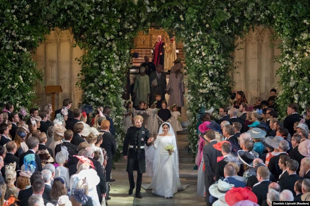 Дизайнер сукні нареченої – Клер Уейт Келлер, яка стала першою жінкою-художнім директором будинку Givenchy