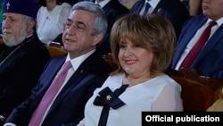 Серж Саркисян с женой Ритой в 2017 году.