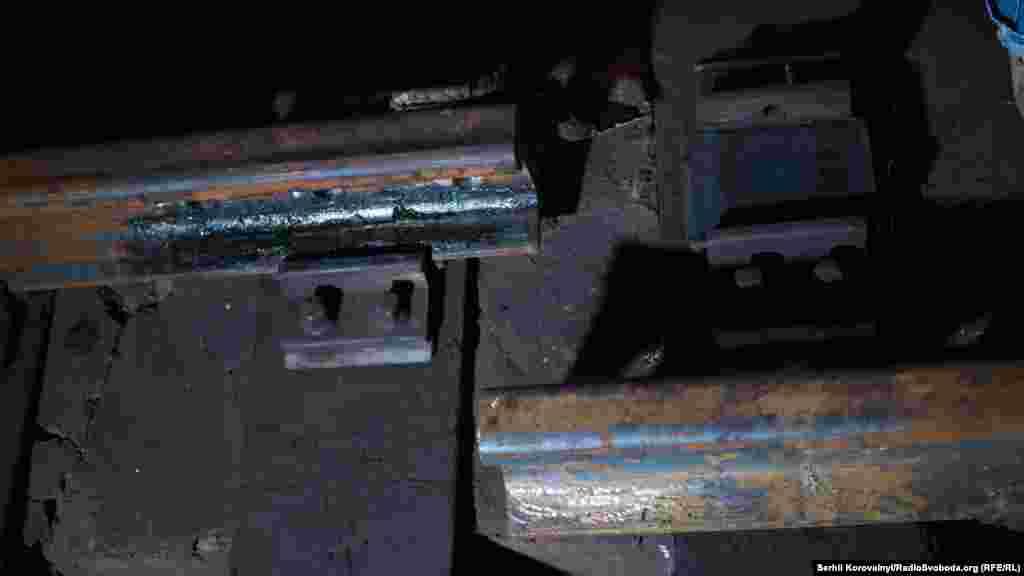 Ось так виглядають старі рейки та їхні кріплення