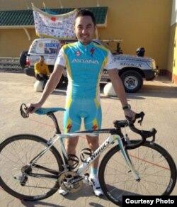 """Велоспортшы Асан Базаев. (Суретті """"Астана"""" командасы ұсынды)."""