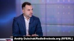 За словами Арестовича, бажання Росії – легітимізувати «ЛНР» і «ДНР»