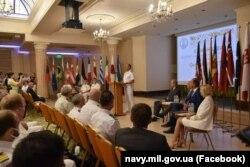 Контрадмірал Неїжпапа виступає на урочистій церемонії відкриття «Сі Бриз-2021» в Одесі