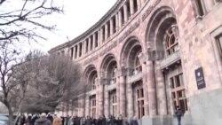 Կառավարության նիստն ուղեկցվեց բողոքի ցույցերով