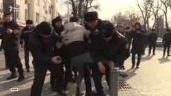 «Сломали нос». Родственники заявляют об избиении задержанного активиста