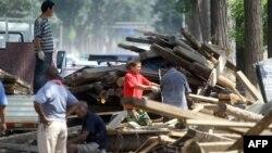 Неспособность справиться с последствиями стихии, унесшей жизни 40 жителей Пекина, названа в качестве главной причины отставки мэра столицы Китая.