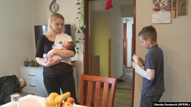 Priprema hrane za jednu od tri bebe