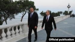 В Армении довольно настороженно относятся к взаимодействию любых стран с Азербайджаном и, естественно, особенно такой важной страны, как Россия, тем более что она позиционирует себя как стратегического партнера или союзника Армении