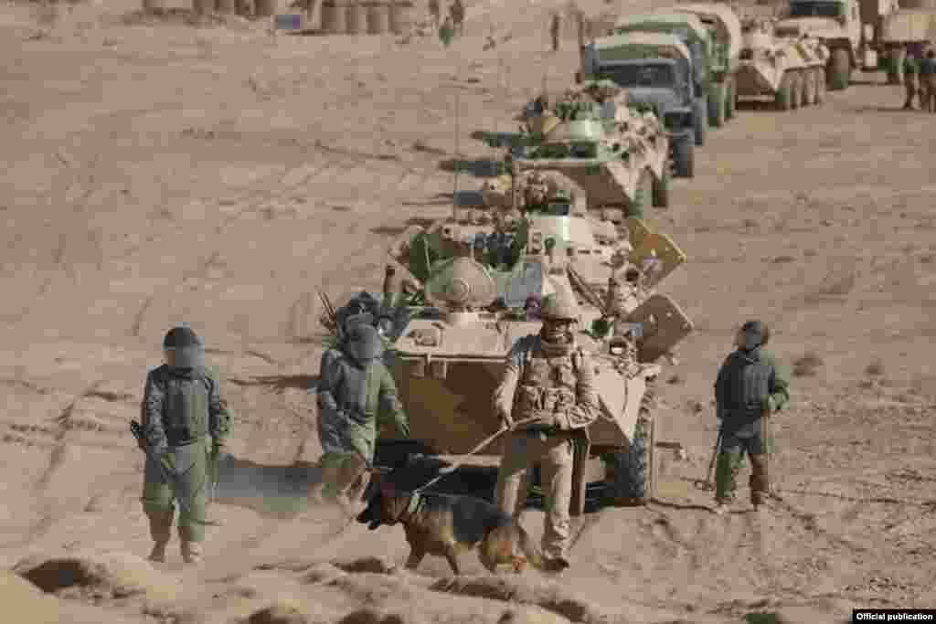 Кыргыз армиясынын аскерлери Тажикстанда өткөрүлгөн эл аралык машыгууга катышып жаткан учуру.