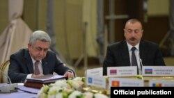 Серж Саргсян (слева) и Ильхам Алиев на саммите СНГ в Сочи, 11 окрября 2017 г.