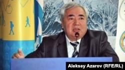 Амангельды Скаков, директор компании «Казэкология», подготовившей ОВОС. Алматы, 5 мая 2014 года.