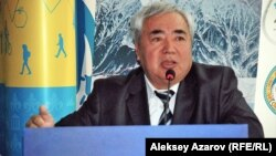 «Қазэкология» компаниясы басшысы Амангелді Ысқақов. Алматы, 5 мамыр 2014 жыл.