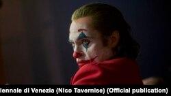 Aktori, Joaquin Phoenix, në rolin e tij në filmin, Joker.