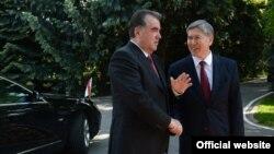 Кыргыз президенти Алмазбек Атамбаев Тажикстандын башчысы Эмомали Рахмон менен. Бишкек, 27-май, 2013.