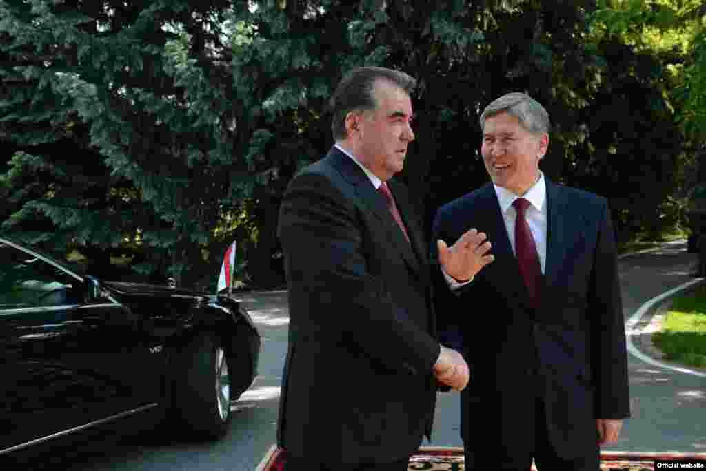 Президенты Таджикистана и Кыргызстана в государственной резиденции в Бишкеке