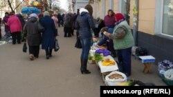 Бойкі гандаль у Чарнігаве пачынаецца за сто мэтраў ад вакзалу