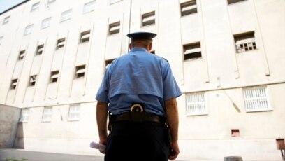 Policajac ispred zatvora, ilustrativna fotografija