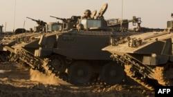 Израильские бронетранспортеры на границе с сектором Газа. 15 ноября 2012 года.