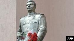 Таким был памятник Сталину в Запорожье