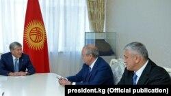 Президент Атамбаев Бишкекда Абдулазиз Комилов ва Ўзбекистон элчиси Комил Рашидовни қабул қилди.