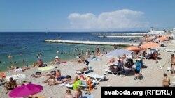 Пляж у Севастопалі
