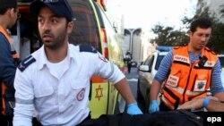 Спасатели и врачи у синагоги через несколько минут после нападения