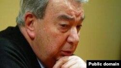 Общественное грузинское телевидение распространило во вторник информацию о том, что непарламентская оппозиция ведет секретные переговоры с Россией, в частности с Евгением Примаковым