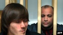 На первом процессе по делу об убийстве Анны Политковской присяжные оправдали Ибрагима Махмудова (слева) и Сергея Хаджикурбанова