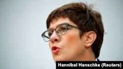 Германската министерка за одбрана Анегрет Крамп- Карeнбауер.