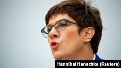 د جرمني دفاع وزیره انګریټ کرمپ کارنباوردا