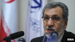 محمودرضا خاوری به اتهام دست داشتن در اختلاس سه هزار میلیارد تومانی از سوی قوه قضاییه ایران تحت تعقیب است.