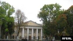 Колишня Рівненська гімназія, де навчався Володимир Короленко. Нині обласний краєзнавчий музей.