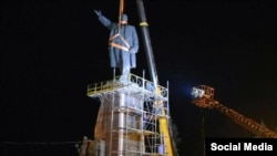 The dismantling of the Lenin monument in Zaporozhye